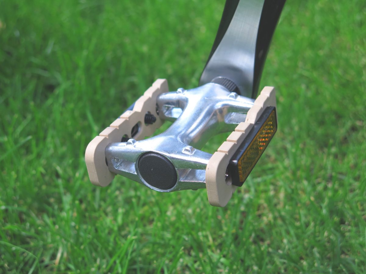 RideNat Gibbon bicycle pedal on grass